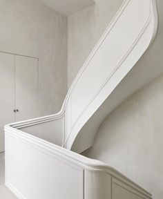 A little architecture inpso. staircase detail of the Antwerp home of Vincent Van Duysen. Architecture Details, Interior Architecture, Minimal Architecture, Interior Design Principles, Vincent Van Duysen, Sala Grande, Tadelakt, New Home Construction, Interior Stairs