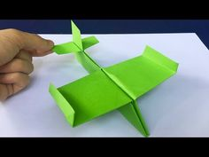 Cool Paper Crafts, Paper Crafts Origami, Diy Origami, How To Make Origami, How To Make Paper, Drawings On Lined Paper, Make A Plane, Origami Plane, Fly Paper