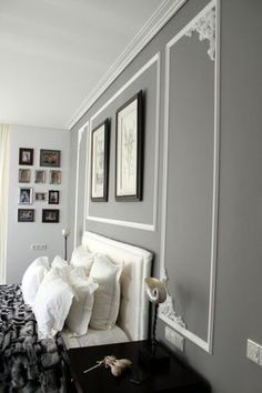 30 color ideas for the bedroom - design walls creatively- 30 Farbideen fürs Schlafzimmer – Wände kreativ gestalten gray wall paint and white stucco decorations on the wall - Gray Bedroom, Bedroom Colors, Bedroom Decor, Design Bedroom, Bedroom Ideas, Modern Bedroom, Bedroom Wall, Bedroom Furniture, Gray Painted Walls