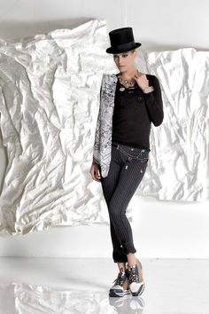 DANIELA DALLAVALLE - #danieladallavalle #collection #fw17 #elisacavaletti #woman #chick #jeans #fashion #details #detailsmatter #tennis #shirt #necklace #belt #jewelry #hat #scarf
