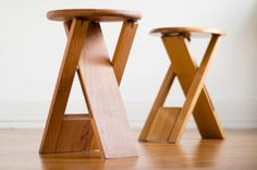 Decoding Tallon's Iconic Folding Stools to DIY Roger Tallon folding stool underside Folding Bar Stools, Diy Bar Stools, Wooden Stools, Fur Stools, Folding Wooden Stool, Painted Stools, Step Stools, Folding Furniture, Reupholster Furniture