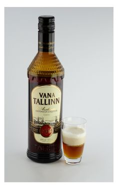 The Vana Crema is simply a little creamy dream of a shot. No hard work this drink, just pour Vana Tallinn liqueur in a shot glass and top with slightly whipped cream.