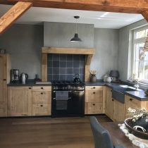 New and Old Looking Modern Kitchen Renovation Styles. Small kitchen design with black wood cabinet. – White N Black Kitchen Cabinets Black Kitchen Cabinets, Black Kitchens, Luxury Kitchens, Home Kitchens, Rustic Kitchen, Country Kitchen, Kitchen Decor, Kitchen Ideas, Italian Home