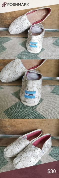 {Toms} voyage map slip on shoes size 8 Sold out style.   The world is at your feet with these Cream print Toms size 8.  No stains and minimal wear.   Don't leave this behind. Add it to your bundle ASAP ♡  Photos are the description of this item. Any flaws will be noted.Otherwise article is in excellent condition. TOMS Shoes Flats & Loafers