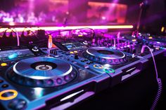 Edm Music, Dance Music, Dj Gif, House Music, Music Is Life, Videos Funk, Dj Images, Dj Setup, Pioneer Dj