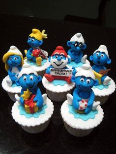 Series of several sets of Smurf cupcakes. Handmade fondant figurines on fondant covered cupcakes Mini Tortillas, Kid Cupcakes, Cupcake Cookies, Character Cupcakes, Chocolate Diy, Fondant, Biscuit, Cake Toppings, Love Cake