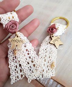 Χειροποίητα μαρτυρικά βάπτισης για την μαμά και την γιαγιά μπρελόκ (ένα όμορφο δώρο για τους αγαπημένους σας)valentina-christina 2105157506 Diy Crafts Videos, Diy And Crafts, Crafts For Kids, Arts And Crafts, Handmade Keychains, Diy Keychain, Clay Crafts, Paper Crafts, Diy Tassel