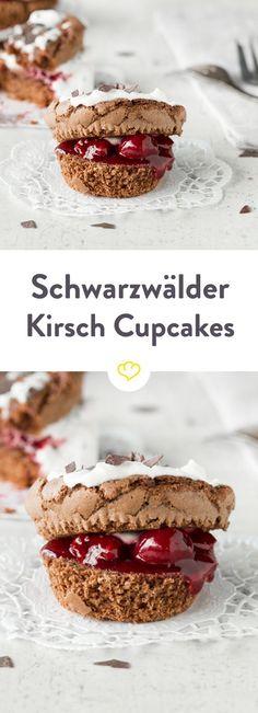 Fette Torte oder feines Törtchen? Heute gibt es den Kuchenklassiker im Mini-Format - als supersaftige Schwarzwälder-Kirsch-Cupcakes.