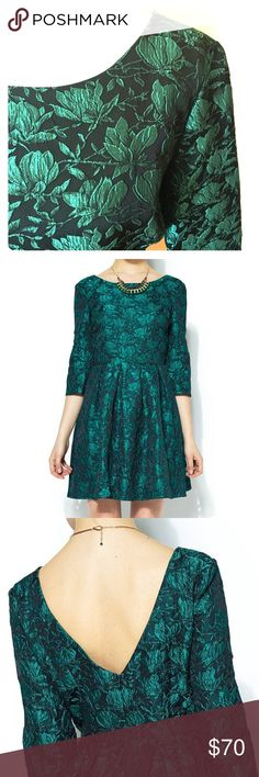 """Ark & Co. Green Jacquard Mini Dress Size M-S NWT jacquard embroidered short floral mini dress by Ark & Co. Has side zipper 12.5"""" long, top/bottom 34"""" long, armpit/armpit 15.5"""" wide, sleeves 17"""" long, low cut back & wide pleats on the bottom skirt. Shell & lining 100% polyester. Color: Black Forest Green size Medium but its European therefore runs smaller. Material has no stretch & feels snug, recommended slim fit. Exceptionally beautiful floral embroidery (see pic#4). Offers are welcome! Ark…"""