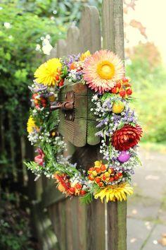 DIY-Anleitung: Blumenkranz binden mit Christin | SoLebIch.de #diy #diyideas #doityourself #diydecor