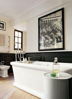 toilet/bidet at front of the tub.