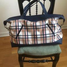 @atelierdeshortensias sur Instagram: Tout nouveau tout beau !! Grand sac de voyage, simili cuir et écossais 💙💕💙💕 En boutique de créateurs à Perros-Guirec ou sur commande…