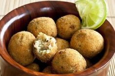 Bolinho de Salmão Chefs, Fish And Seafood, Muffin, Good Food, Appetizers, Potatoes, Vegetables, Cooking, Breakfast
