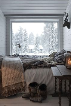 Cozy rustic ski chalet decor for a small bedroom.