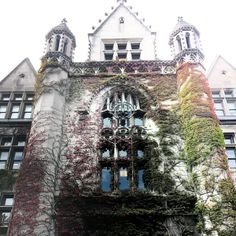 "See 408 photos from 5567 visitors about main quad, tours, and architecture. ""Beautiful place to stroll & enjoy the Lush gardens & expansive landscape,. Lush Garden, Big Ben, Cool Photos, Places To Go, Beautiful Places, University, Chicago, Tours, Mansions"