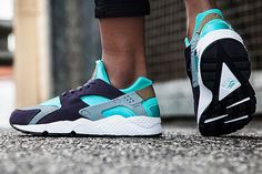 The Huarache train ain't stopping in 2015, and from what we've seen so far, the girls are getting plenty of options to choose from this year. The latest offering is this summery Purple/Turquoise combination that…
