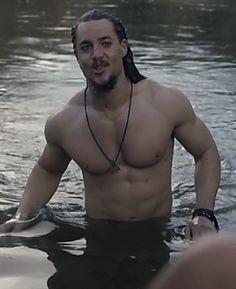 Uhtred De Bebbanburg, The Last Kingdom Series, Vikings, Alexander Dreymon, Viking Men, Guy Pictures, Dream Guy, Baby Daddy, Film