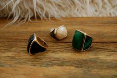 Anéis em couro e pedras naturais