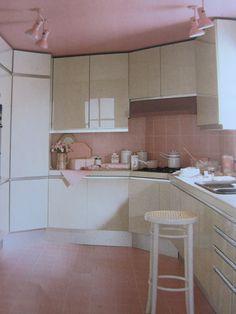 Weird pink 80s kitchen