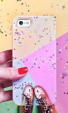 What a perfect holiday gift idea! Turn your favorite Instagram and Facebook photos into custom iPhone and Samsung cases at Casetify!
