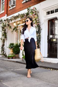 I have been soaking up every second of this gorgeous summer weather! I've been out and about, wearing all of my light summer style pieces. Mode Outfits, Fashion Outfits, Trendy Outfits, Black Skirt Outfits, Look Vintage, Silk Skirt, Black Silk, Minimalist Fashion, Minimalist Outfit Summer