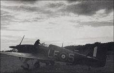 Hurricane - The Battle of Britain Rare Pictures, Rare Photos, Fighter Pilot, Fighter Jets, Douglas Bader, Hawker Hurricane, Battle Of Britain, Ww2 Aircraft, Royal Air Force