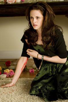 The Twilight Saga: Transformations Twilight Saga New Moon, Vampire Twilight, Twilight Series, Twilight Movie, Twilight Jacob, Bella Swan Aesthetic, Kristen Stewart Twilight, Bella Cullen, Twilight Pictures