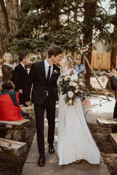 With natural + romantic florals, this woodsy wedding is to die for Woodsy Wedding, Camp Wedding, Elegant Wedding, Wedding Ceremony, Wedding Venues, Wedding Stuff, Winter Bridal Bouquets, Wedding Bouquets, Neutral Wedding Flowers