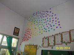Hiasi kelas mu yang tampak seperti gua hantu menjadi kelas yang indah dengan hiasan yang cantik. Kupu-kupu ini bisa juga kalian letakkan di dinding depan, samping dengan sesuka hati. Kupu-kupu ini juga memberi kesan seperti taman yang di kelilingi oleh kupu-kupu cantik yang siap mewarnai kelasmu. Jadi, tunggu apalagi? Rubah kelasmu menjadi kelas bernuansa taman.