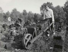 Sod building blocks and wheel barrow. Vintage Pictures, Old Pictures, Old Photos, Man 2, Picture Credit, The Old Days, Eindhoven, Back In Time, Live In The Now