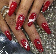 25 Christmas Nail Colors Xmas Nails For New Years Xmas Nails, New Year's Nails, Holiday Nails, Christmas Nails 2019, Christmas Nail Art Designs, Winter Nail Designs, Cool Nail Designs, Natural Nail Designs, Latest Nail Art
