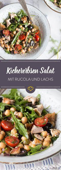 Der Salat hat was zu kichern: Wenn Kichererbsen in die Schüssel kullern wird der Abend für Rucola, Oliven, Tomaten und Wildlachs zum großen Spaß.