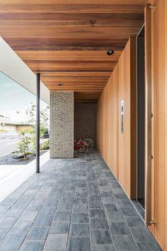 House of Gotokaichi Interior Exterior, Home Interior Design, Exterior Design, Small Entrance, House Entrance, Architecture Details, Modern Architecture, Warehouse Renovation, Japanese Modern House