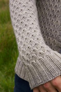 Ravelry: Beacon Hill cardigan pattern by Jane Richmond, knitting pattern Knitting Stitches, Hand Knitting, Knitting Needles, Knit Patterns, Stitch Patterns, Aran Knitting Patterns, Pretty Patterns, Top Pattern, Cardigan Pattern