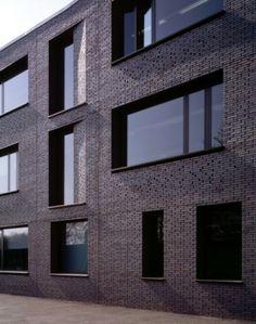 DSDHA - Christ's College Secondary School, Brick facade