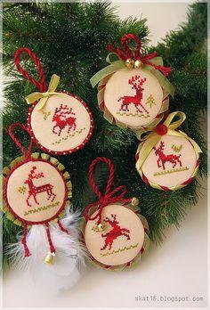 Ελάφια και τάρανδοι για κέντημα / Deer and reindeer cross stitch patterns
