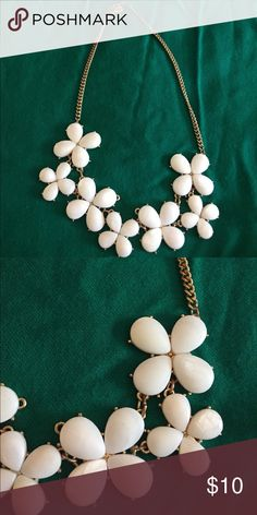 White flowered statement necklace Statement necklace. White flowers. Beautiful! modern luxury Jewelry Necklaces