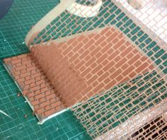 How to Brick your Dolls House Part 1 - Fairy Meadow Miniatures How to make a brick wall for a dollhouse tutorial Train Miniature, Miniature Houses, Miniature Dolls, Dollhouse Tutorials, Diy Dollhouse, Dollhouse Miniatures, Miniature Tutorials, Vitrine Miniature, Laser Cut Patterns
