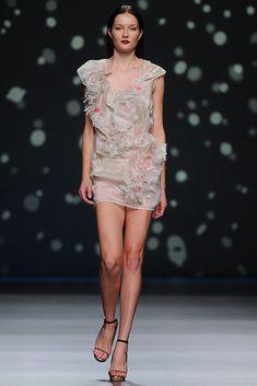 AA de Amaya Arzuaga [spring-summer 2013] #AmayaArzuaga #moda #tendencias #pasarela #fashiontrends #fashioncatwalk #ss2013 #bybmagazine