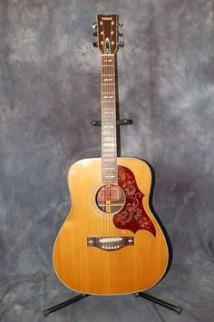 1971 Yamaha FG-300 Pro Setup Original Hardshell Case | Lawman Guitars..Give us a call. 515-864-6136