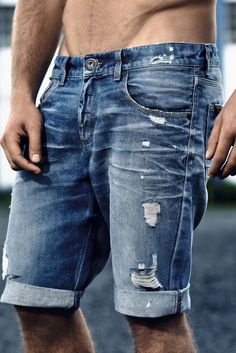 Bermuda: type of short trousers, now widely known by both men and women, hem can be cuffed or un-cuffed, 1 inch above the knee. Mens Casual Jeans, Denim Jeans Men, Denim Shorts, Love Jeans, Diesel Jeans, Denim Fashion, Menswear, Style, Clothes