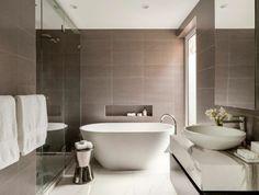 salle-de-bain-taupe-couleur-salle-de-bain-lin-baignoire-blanche-ovale-faience-blanc-et-beige