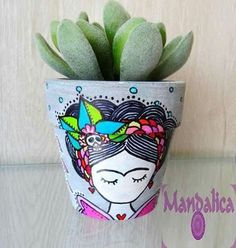 Frida Kalo Flower Pot Crafts, Clay Pot Crafts, Diy And Crafts, Arts And Crafts, Painted Plant Pots, Painted Flower Pots, Mexican Crafts, Cactus Flower, Flower Bookey