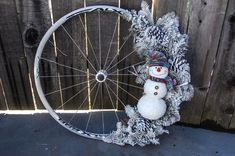 What a beautiful, snowy wreath! We new those white rims would come in handy for something! Photo: designsbyheidi.wordpress.com Bicycle Decor, Old Bicycle, Bicycle Tires, Bicycle Wheel, Bike Wagon, Bicycle Crafts, Bike Craft, Christmas Swags, Christmas Crafts