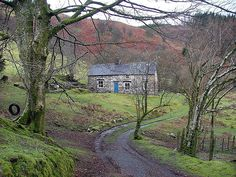 Led Zeppelin - Bron-Yr-Aur Cottage near Machynlleth in South Snowdownia, Wales Led Zeppelin Iii, Robert Plant Led Zeppelin, Great Bands, Cool Bands, Immigrant Song, Welsh Castles, John Bonham, Dazed And Confused, Stairway To Heaven