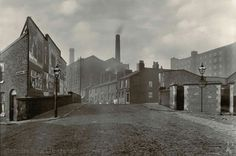 Union St Ancoats over the Rochdale Canal 1903 Black White Photos, Black And White, Grey Wallpaper Iphone, Old M, Rochdale, Industrial Architecture, Salford, Working Class, Amazing Pictures