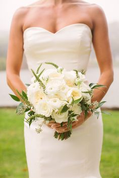 Green and Ivory Bouquet | photography by http://rebeccaarthurs.com