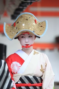 Something about this  shape... (Maiko at Gion Festival, Kyoto, Japan 祇園祭 京都)