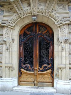 Porte Dauphone Station edicule in Paris.
