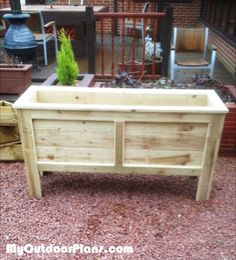 DIY pallet and wood planter box ideas don't have to be predictable. Discover the best designs that will give your deck a touch of style in DIY planter box designs, plans, ideas for vegetables and flowers Rectangular Planter Box, Large Planters, Wooden Planters, Diy Planters, Flower Planters, Planter Box Plans, Diy Planter Box, Deck Planter Boxes, Planter Pots